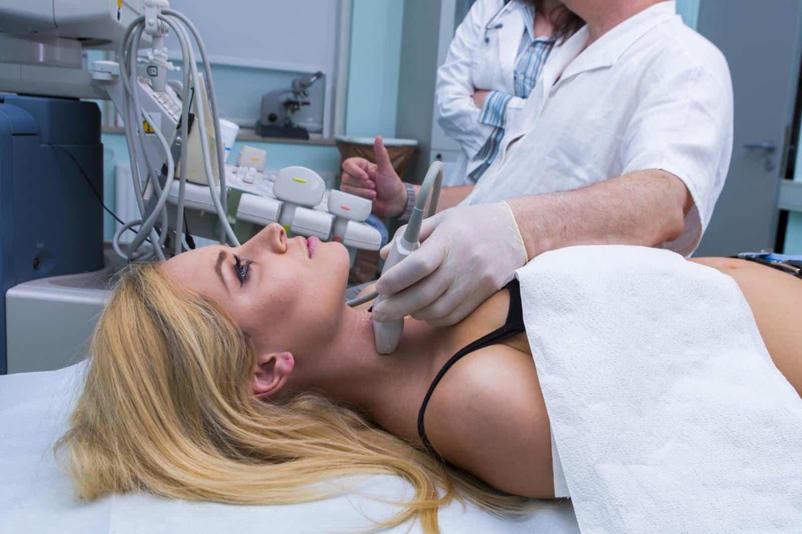 Bác sĩ có thể chỉ định siêu âm tuyến giáp để xem xét tình trạng của bệnh nhân