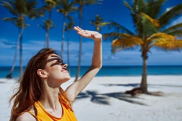 Ánh nắng mặt trời gay gắt vào mùa hè có hại cho làn da của bạn