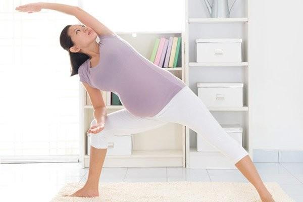 Thường xuyên tập luyện thể dục cũng là cách để phòng ngừa đau lưng cho mẹ bầu