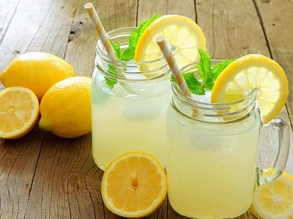 uống cam chanh tránh tụt huyết áp đột ngột