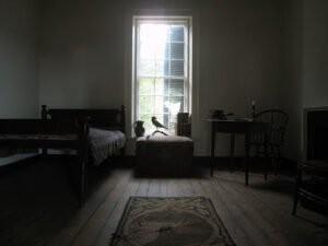 Phòng ngủ buổi sáng không đủ ánh sáng