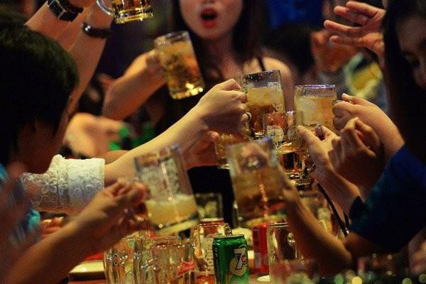 Uống rượu bia gây ra một số biểu hiện giống với mất điều hòa vận động (Ataxia)