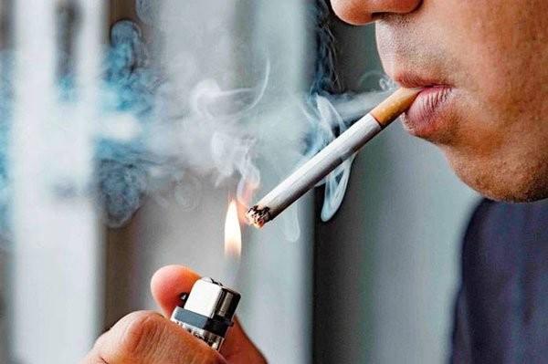 Hút thuốc là nhiều khả năng gây miệng có vị kim loại