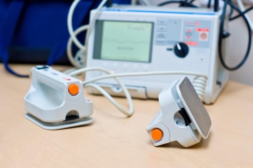 Sốc điện giúp chuyển một cơn nhịp nhanh thất cấp cứu thành nhịp bình thường