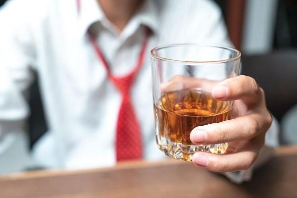 Tránh rượu bia để phòng ngiwaf nhịp tim chậm
