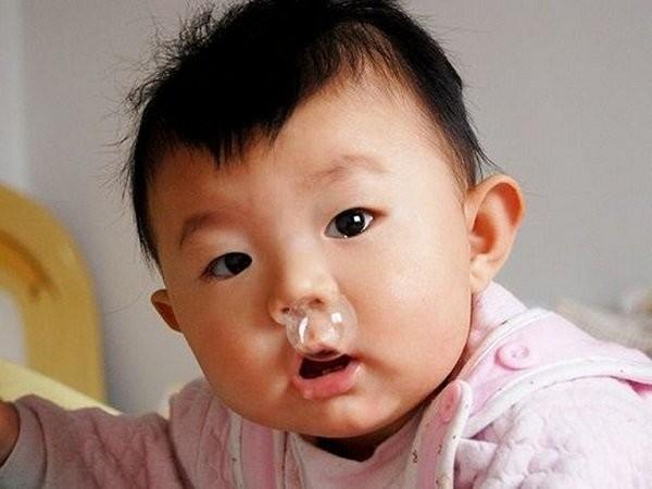 Thuốc xịt mũi Nasolspray (natri clorid)