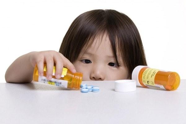 Trẻ có thể dùng thuốc để điều trị