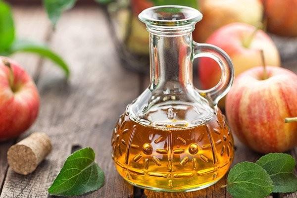 Bạn có thể trị mụn bằng giấm táo
