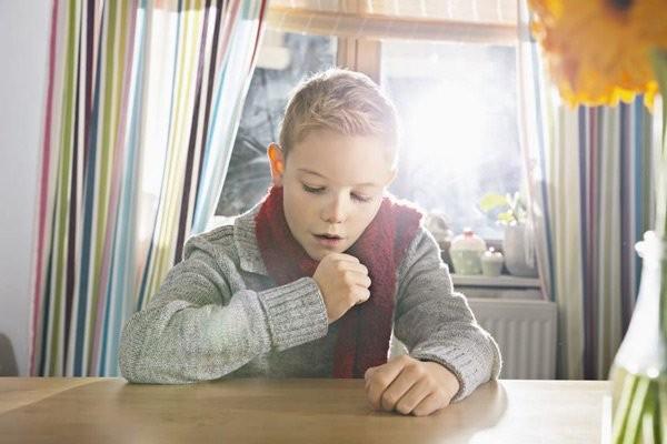 Trẻ nhanh mệt, thở khó là triệu chứng bệnh