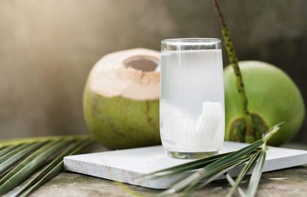 Uống nước dừa trong thai kỳ