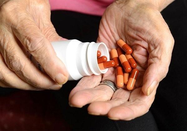 Thuốc hỗ trợ giảm đau, giảm viêm, hoặc ức chế miễn dịch trong điều trị viêm khớp