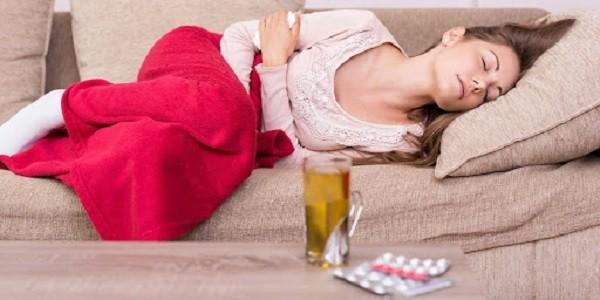 Sốt lạnh run, ra dịch âm đạo bất thường và đau bụng có thể gợi ý viêm vùng chậu