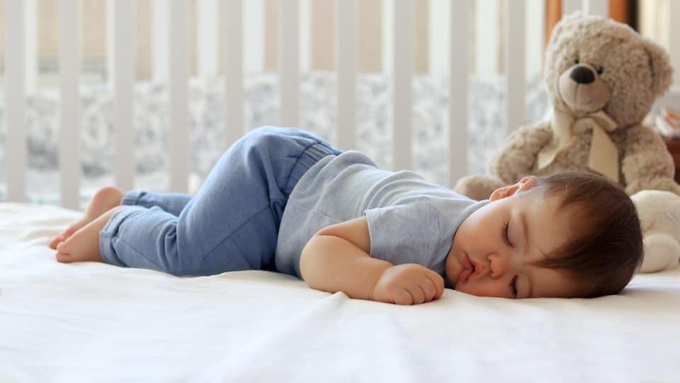 Tư thế ngủ của bé