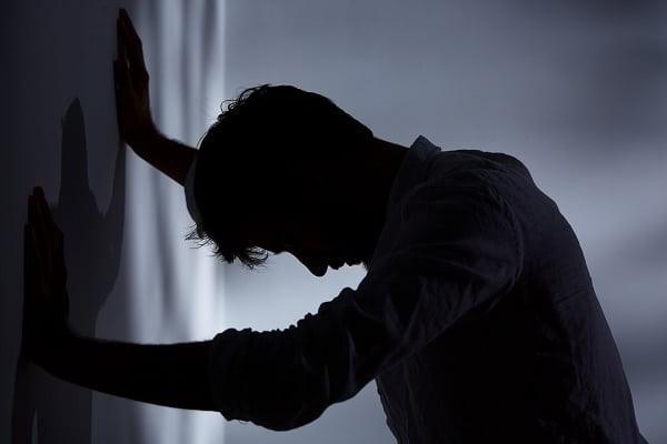 Khóc do bệnh trầm cảm