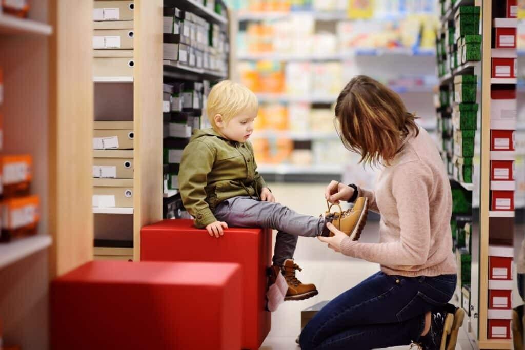 chọn giày cho trẻ