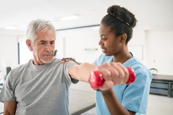 Các bài tập kéo dãn cơ cũng như mở rộng tầm vận động bệnh Viêm cột sống dính khớp