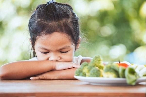 Trẻ bị ép ăn sẽ biếng ăn hơn