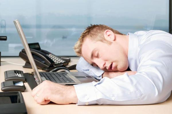 Buồn ngủ có thể là tác dụng phụ khi dùng thuốc
