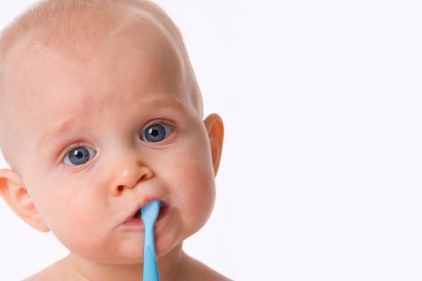 chăm sóc răng miệng cho trẻ sơ sinh 2