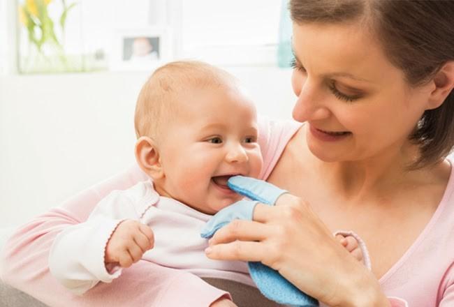 chăm sóc răng miệng cho trẻ sơ sinh