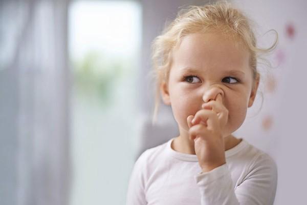Móc mũi có thể gây ra chảy máu cam ở trẻ