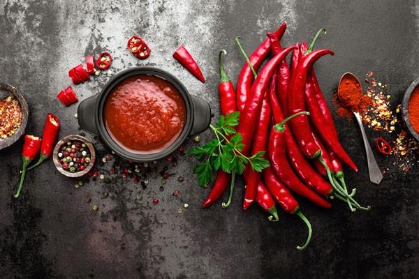Cần tránh những thức ăn cay nóng