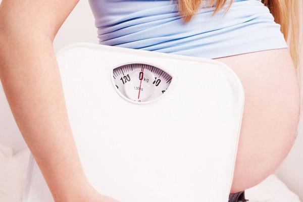 Mẹ bầu cần phải kiểm soát sự tăng cân để tránh bị đau hông khi mang thai