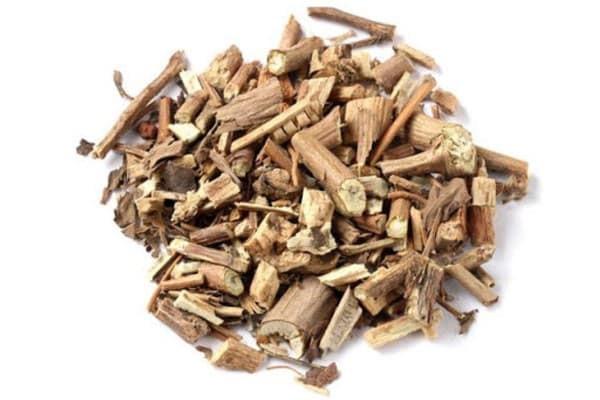 Dùng phần lá và cành Hoắc hương có mùi thơm nồng để làm vị thuốc