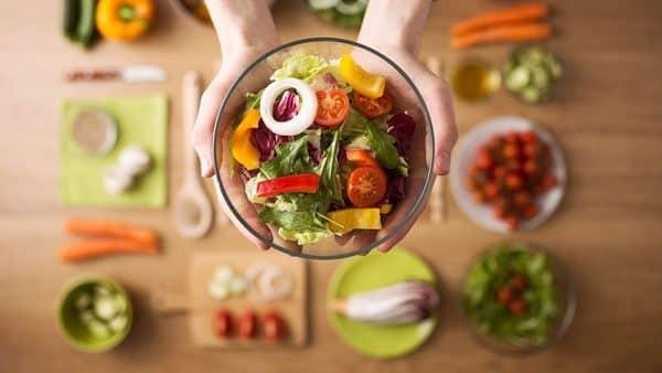 Cần ăn uống đầy đủ dưỡng chất giúp tuyến vú phát triển đầy đặn.