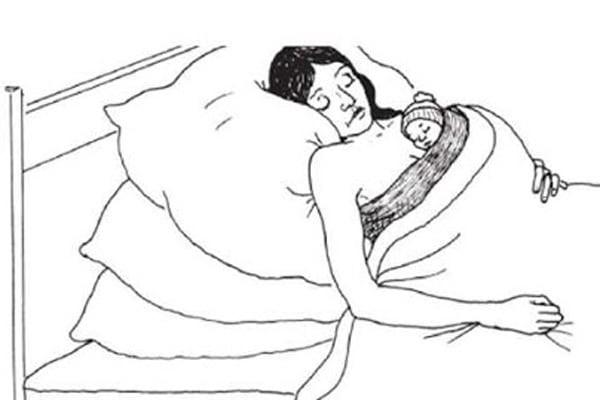 Tư thế nằm ngủ của mẹ và bé
