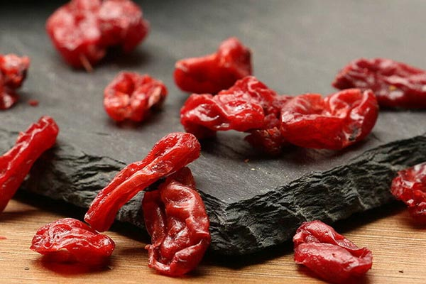 Thảo dược Sơn thù có chất mềm, mùi nhẹ, vị chua, chát nhẹ