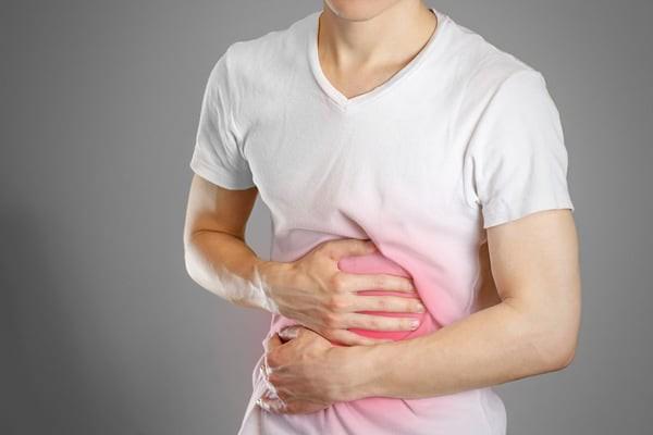 Đau bụng là một trong những tác dụng phụ của thuốc