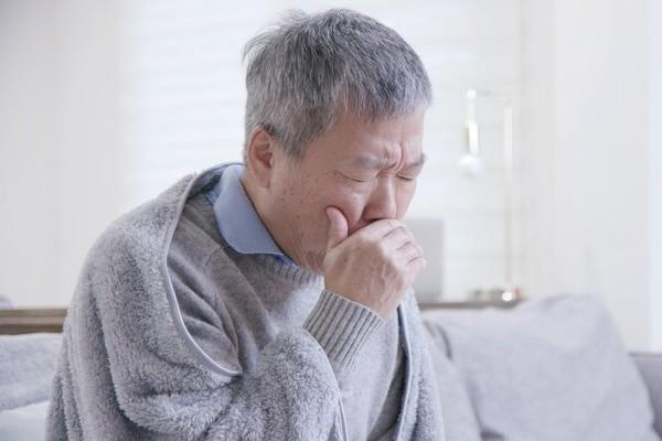 Cần gây nôn nếu dùng thuốc Halixol (ambroxol) quá liều