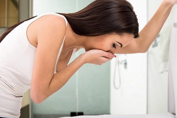 Thuốc có thể gây ra tác dụng phụ là buồn nôn hoặc nôn