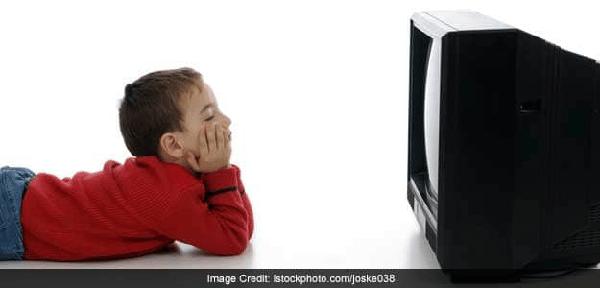 Ti vi mang lại ảnh hưởng cả tích cực lẫn tiêu cực cho trẻ