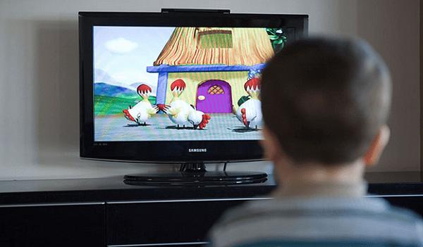 Xem ti vi quá nhiều có thể khiến trẻ bị hội chứng tăng động giảm chú ý