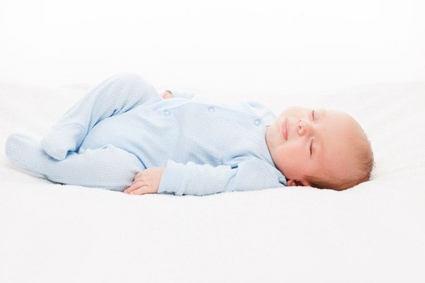 Tư thế nằm ngửa thậm chí lại có thể làm giảm nguy cơ ngạt thở cho trẻ