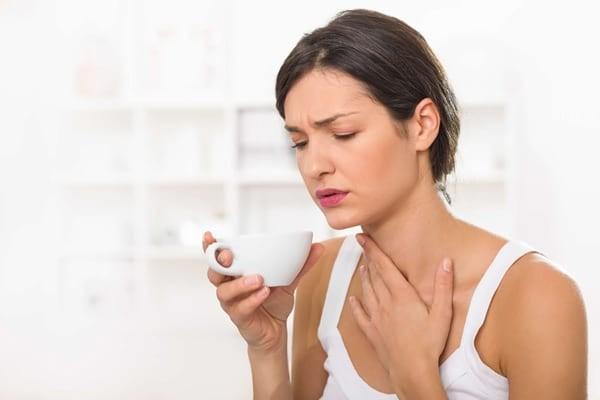Khó nuốt và đau khi nuốt là các triệu chứng nổi bật của ung thư khẩu cái mềm