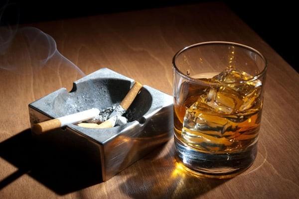 Thuốc lá và rượu bia là 2 yếu tố nguy cơ hàng đầu gây ung thư khẩu cái mềm