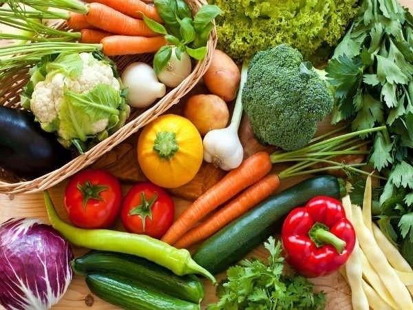 Duy trì chế độ dinh dưỡng cân bằng, bổ sung với trái cây, rau xanh