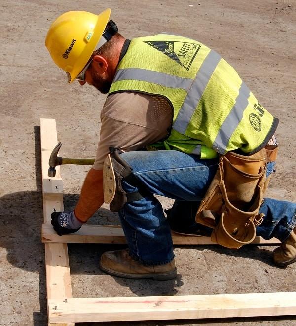 Các công việc yêu cầu quỳ gối nhiều làm tăng khả năng tổn thương thần kinh