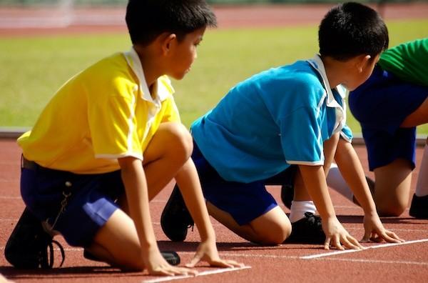 Chơi thể thao có thể gây gãy sụn tiếp hợp nếu không cẩn thận