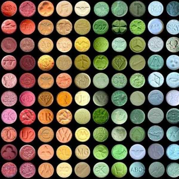 Ecstasy (thuốc lắc) với đầy đủ chủng loại và màu sắc.