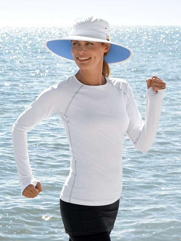 Khi tiếp xúc ánh sáng mặt trời, bạn nên mặc quần áo tay dài có chỉ số UPF hơn 40