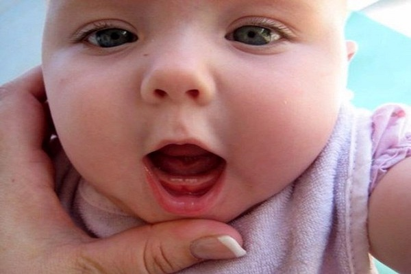 Trẻ bắt đầu mọc răng từ 6 tháng tuổi