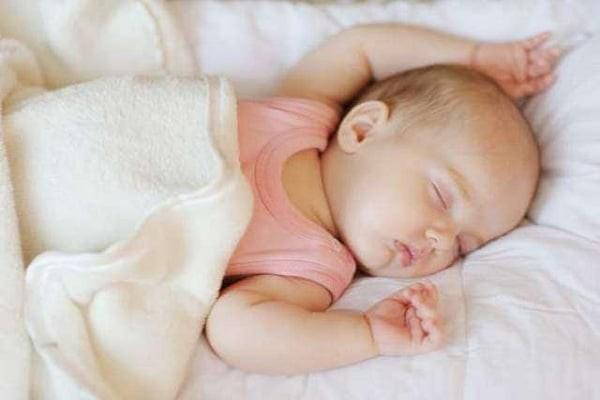 Trẻ sơ sinh khi ngủ
