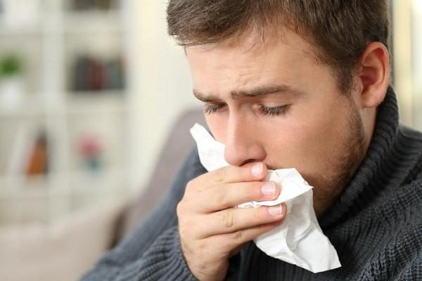 Ho khan, ho ra máu có thể là biểu hiện của nhiễm nấm ở phổi