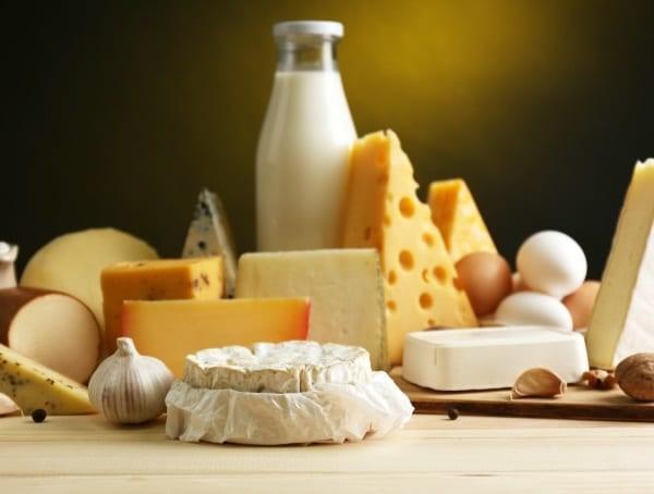 Sữa tươi và các sản phẩm từ sữa chưa tiệt trùng là nguồn lây bệnh cho người