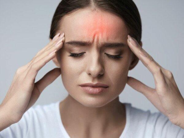 Thường gặp nhất là đau đầu.