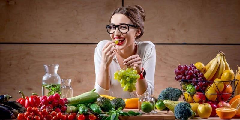 """Chị em phụ nữ khi """"đến ngày"""" nên bổ sung vitamin từ nhiều loại trái cây"""